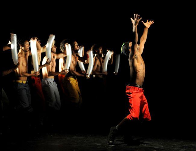 Castiga invitatii la un show fierbinte cu dansatori de la Rio de Janeiro