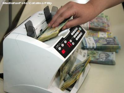 O grupare de falsificatori de bani folosea postasi pentru a plasa bancnote false la plata PENSIILOR