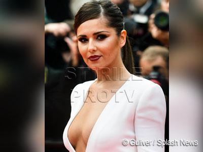 FOTO! Cheryl Cole, cu sanii pe-afara pe covorul rosu de la Cannes!