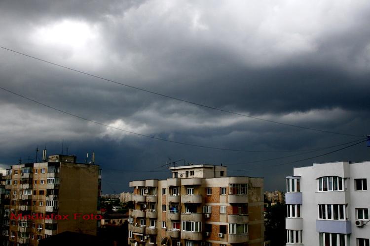 Avertizare meteo de furtuna, grindina si descarcari electrice in Bucuresti