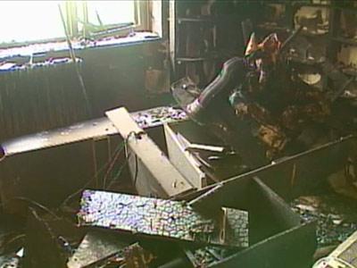 Bloc cutremurat de explozie la Slobozia. Un barbat a fost aruncat pe geam de la etajul 2