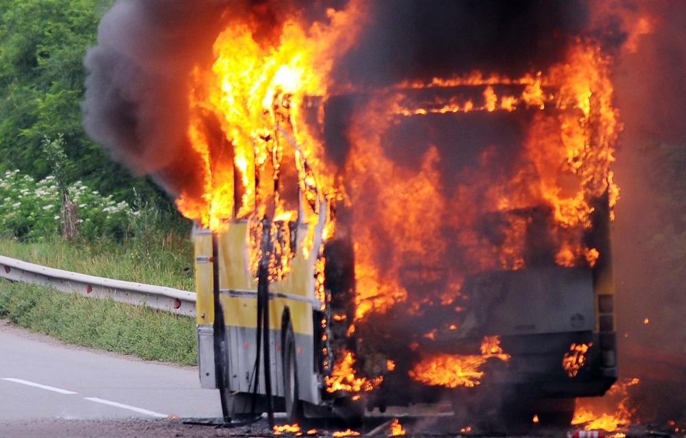 Un autocar cu turisti romani a luat foc in apropiere de statiunea bulgara Sunny Beach
