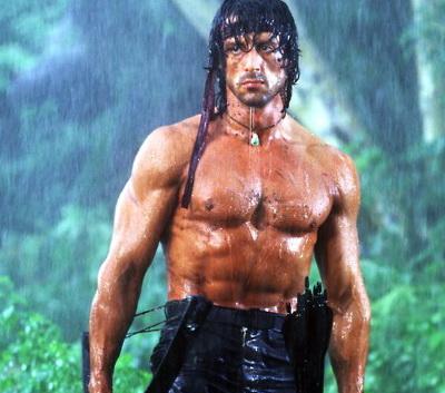 Sylvester Stallone se foloseste de personajul Rambo pentru a-i speria pe iubitii fiicelor sale