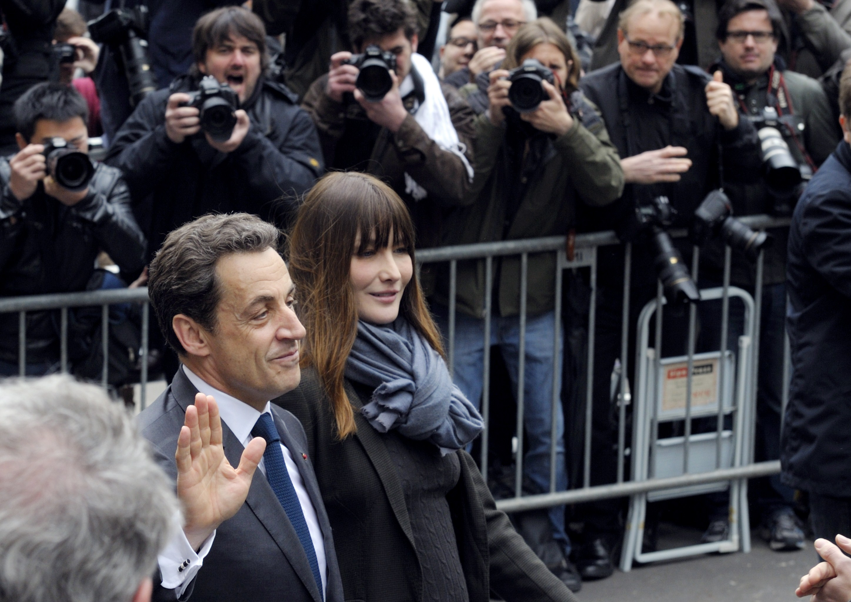 Domiciliul si biroul lui Nicolas Sarkozy, perchezitionate in Franta in dosarul