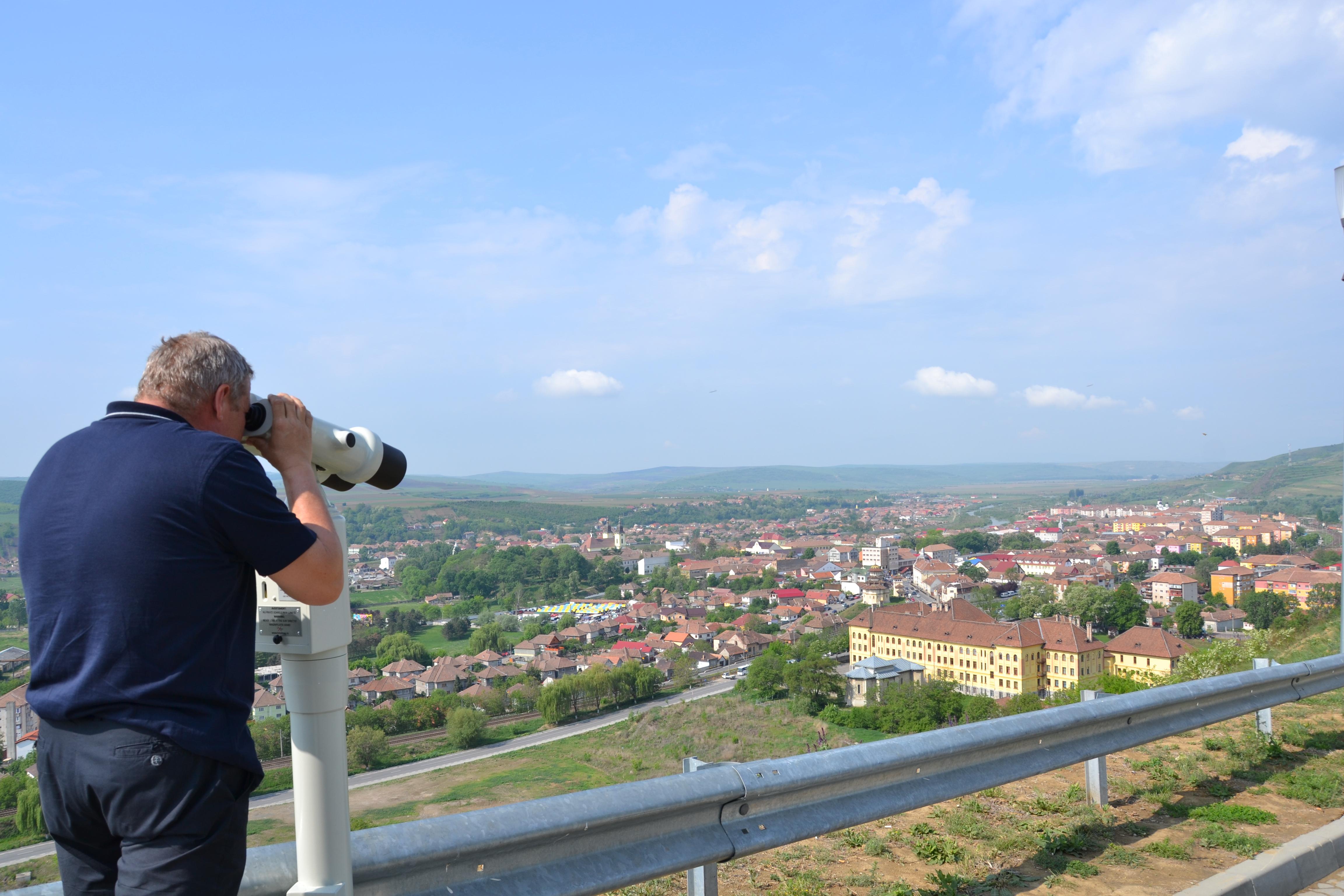 Teiul lui Eminescu, Crucea lui Avram Iancu sau Stejarul lui Avram Iancu, admirate prin telescop