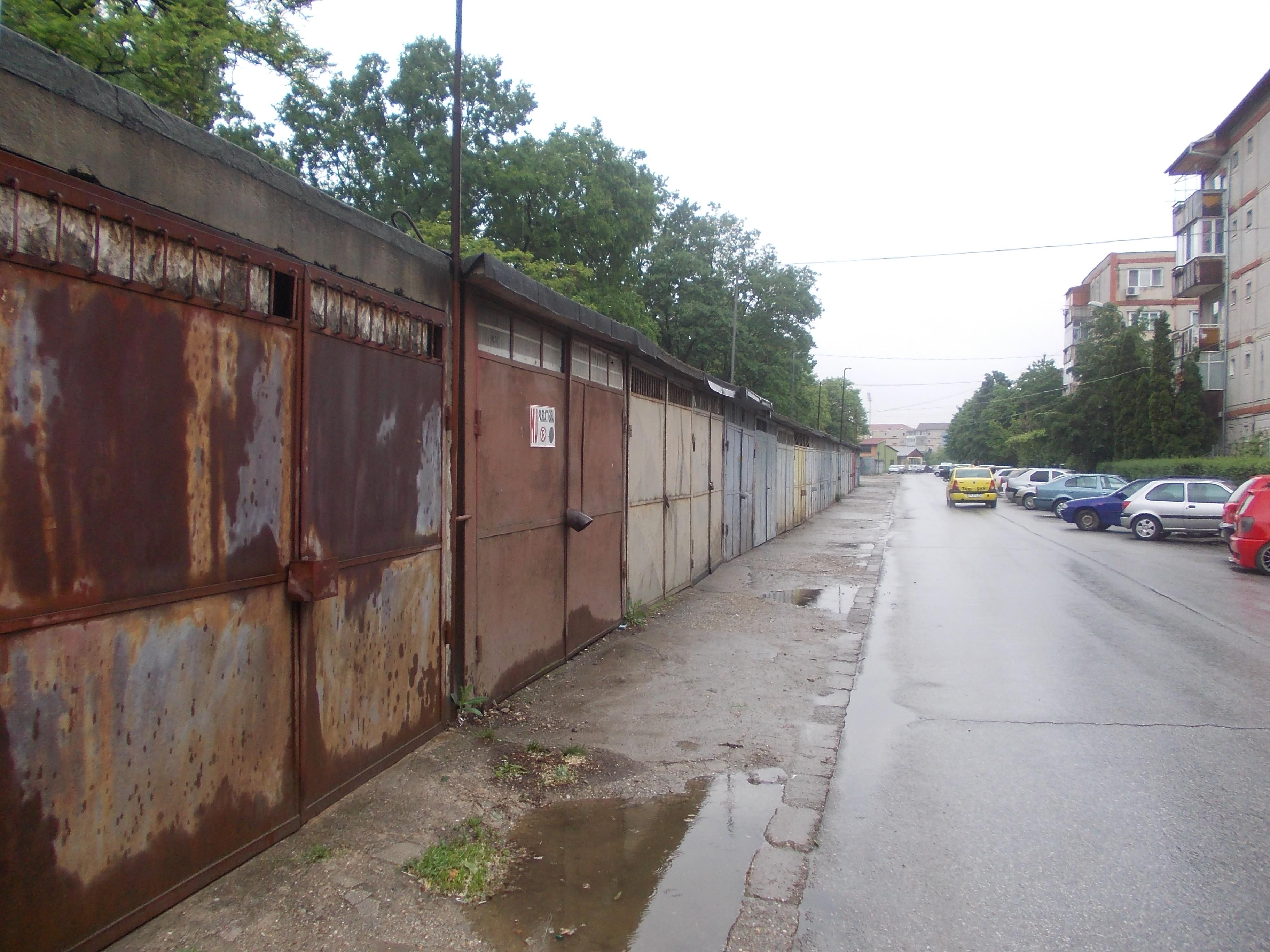 """Zeci de garaje ale primariei vor fi demolate. """"In cel mai rau caz, vom amenaja locuri de parcare"""""""