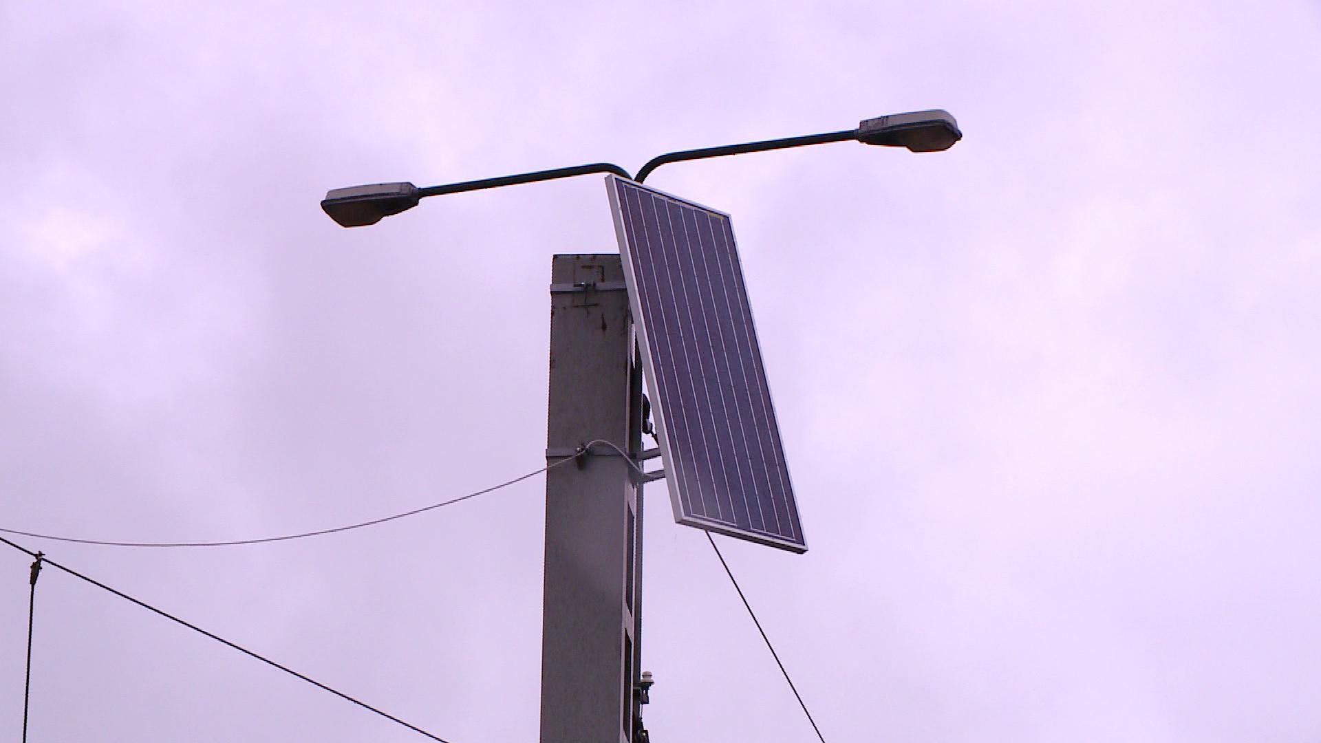 Economie de curent. Panourile informative din statiile RATT vor fi alimentate cu energie solara
