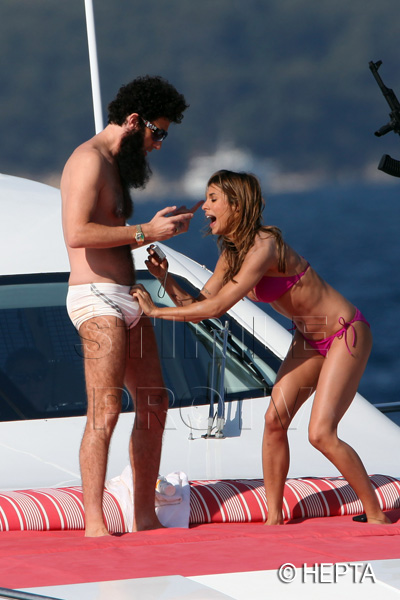 Elisabetta Canalis si Sacha Baron Cohen, pe acelasi yacht. Paparazzi, socati de ce au vazut