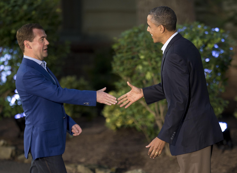 Relaxati in fata presei, liderii G8 s-au intalnit in Statele Unite. Astazi se discuta criza din UE