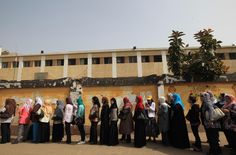 Alegeri in Egipt. Un politist, impuscat mortal in fata unui birou de vot