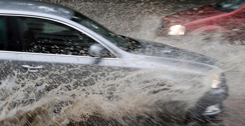 Orase din estul tarii inundate dupa o ploaie torentiala de numai 20 de minute