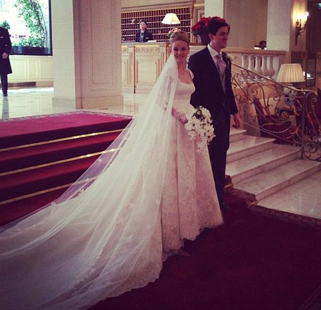 Casatoria fiicei unui miliardar controversat: petrecere cu 700 de invitati la Palatul Versailles