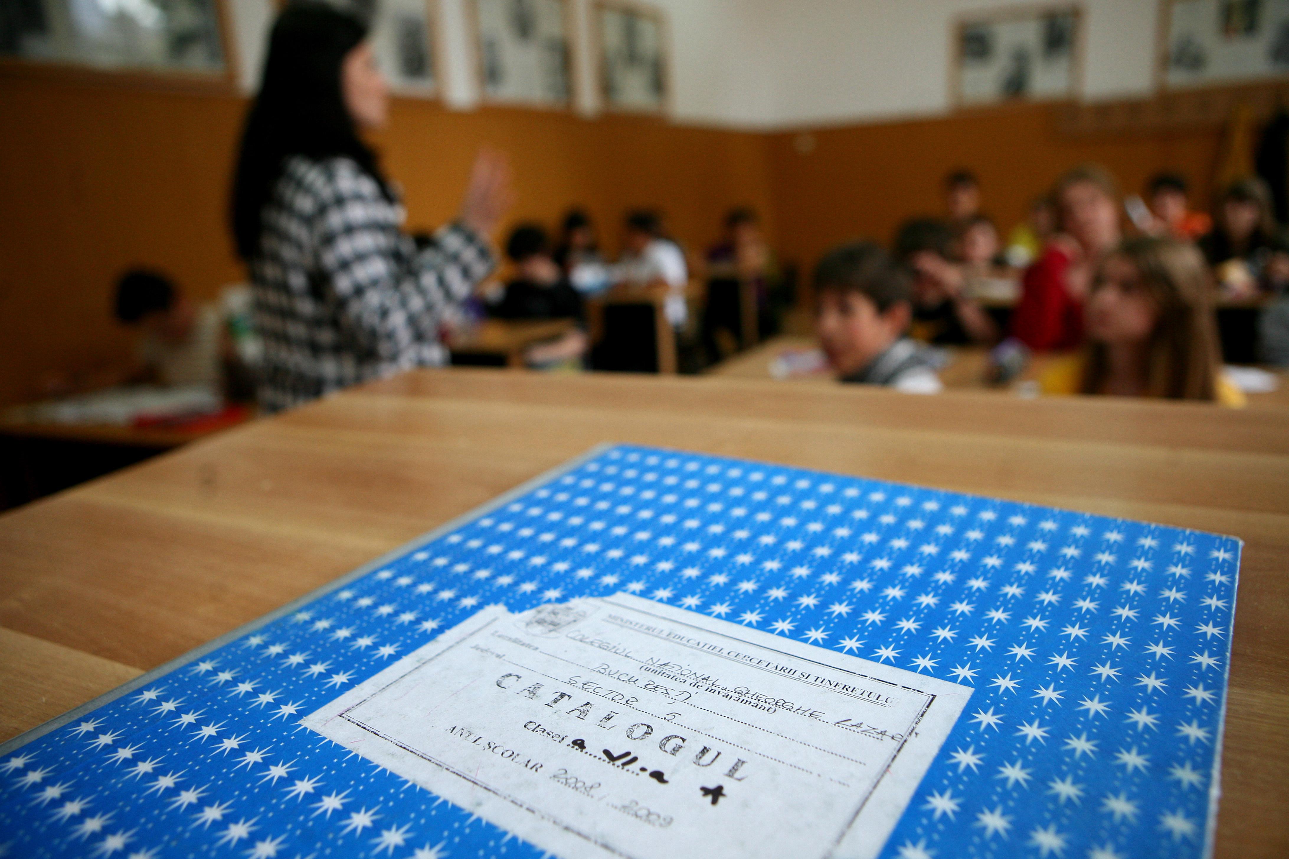 Aproape 200 de elevi din Timis au ramas fara alocatii suplimentare pentru ca au chiulit de la scoala