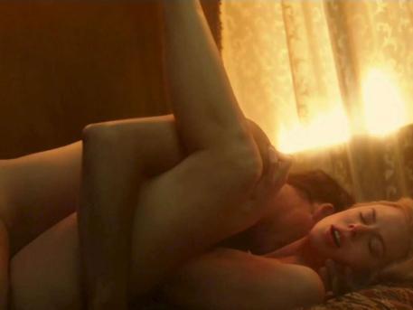 La 44 de ani, o actrita celebra a aprins imaginatia barbatilor cu o scena rara de erotism
