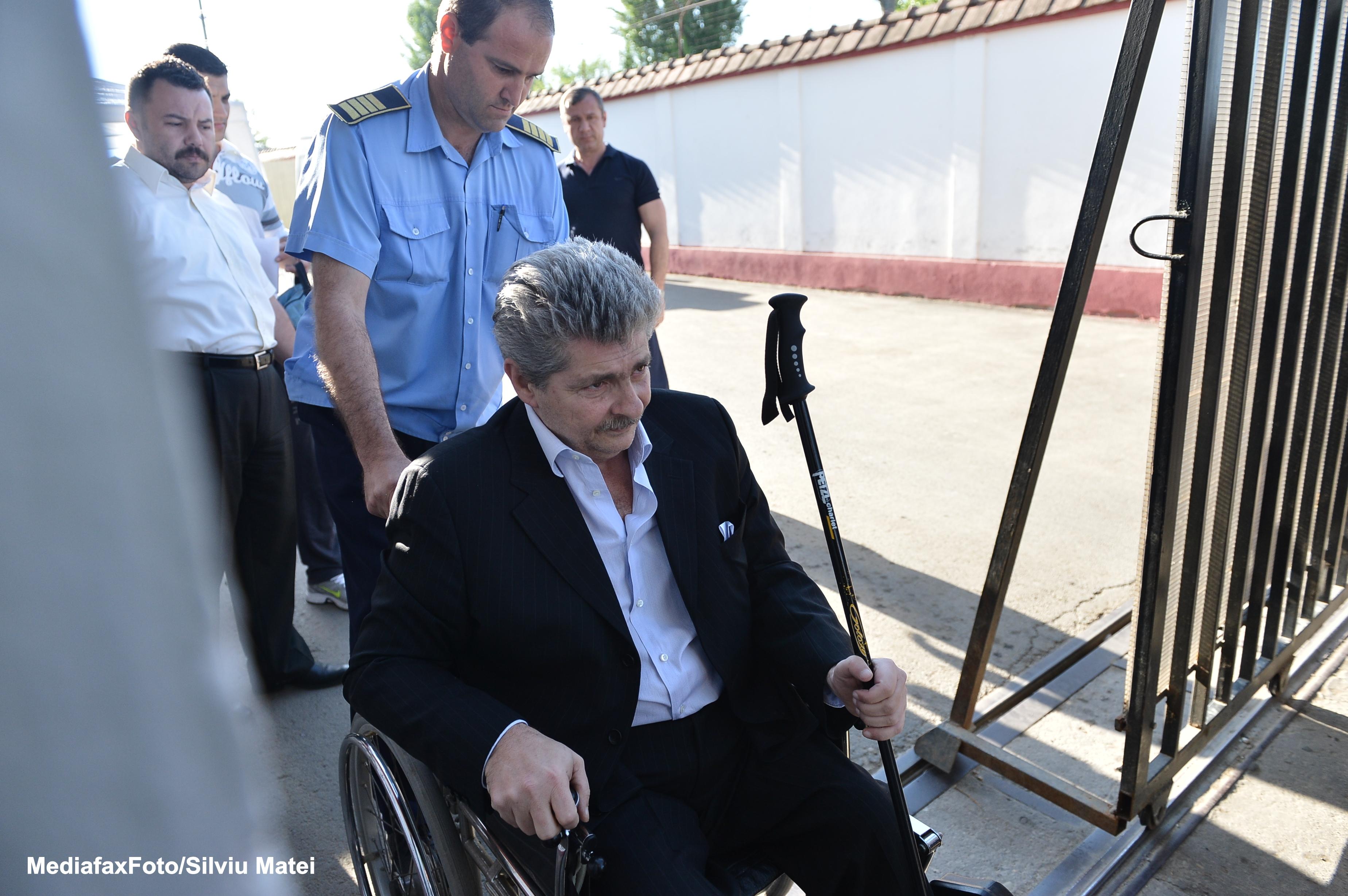 Sorin Ovidiu Vintu are din nou probleme cu justitia. Autoritatile i-au blocat conturile, intr-o noua ancheta