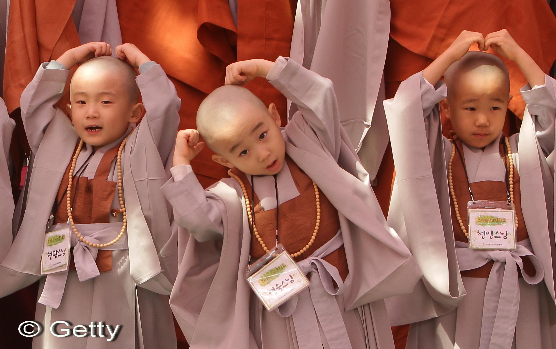 Un ritual fara seaman: copii transformati in calugari budisti in Coreea de Sud