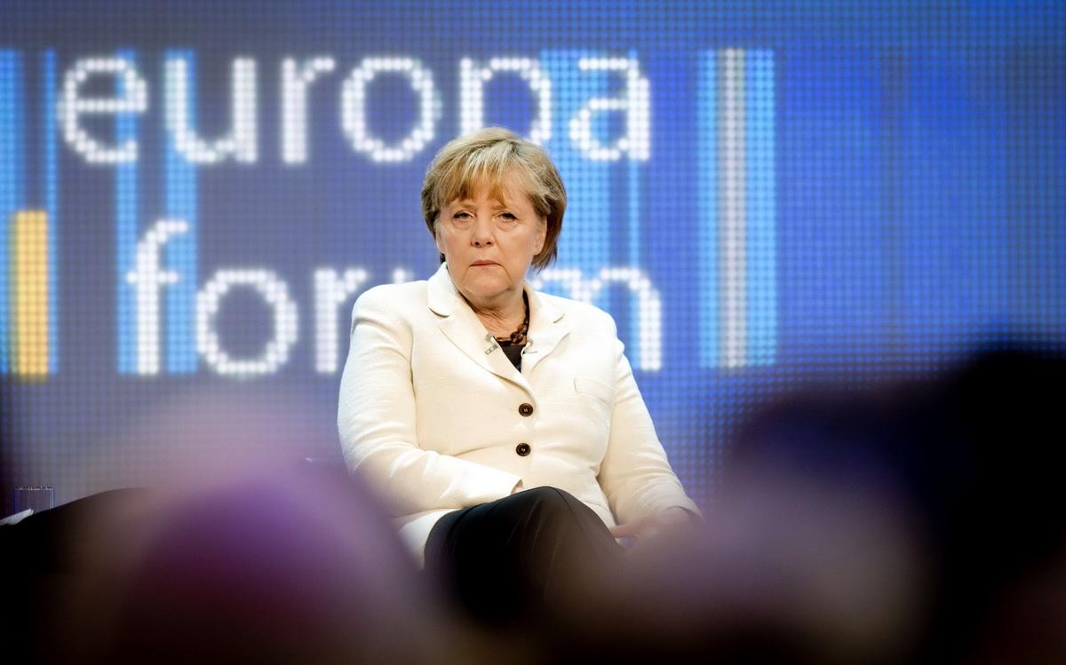 Angela Merkel a exclus o noua stergere a datoriei Greciei. Alexis Tsipras cere
