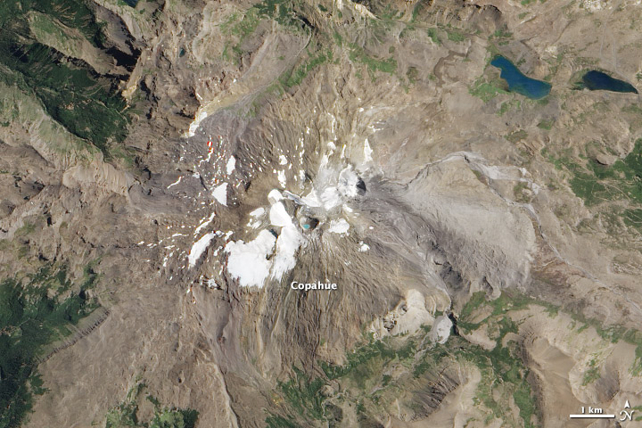 Vulcanul Copahue a provocat alerta rosie in Chile. Peste 2000 de persoane, amenintate de eruptie