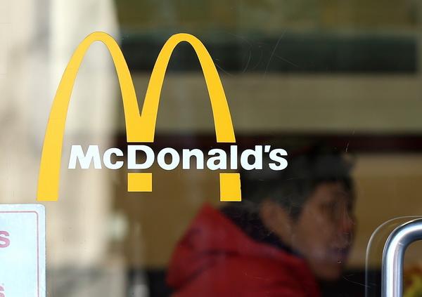 O noua schimbare la McDonald's. Restaurantele vor avea trei ferestre de drive-thru, in loc de doua