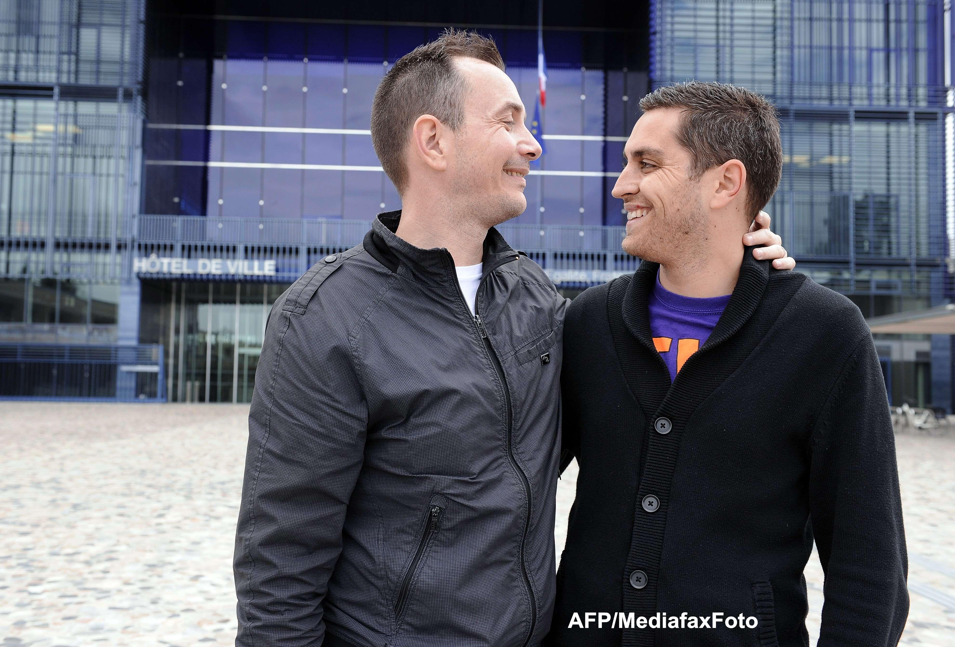 Prima casatorie gay in Franta, acum, LIVE, pe ProTv News. Primarul a primit telefoane de amenintare