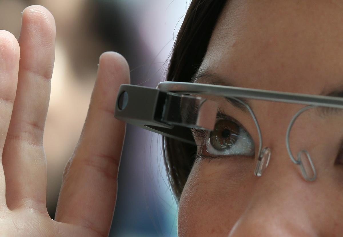 Google Glass, interzis in salile de cinematograf sau teatru din SUA. Ochelarii sunt considerati dispozitiv de piratare