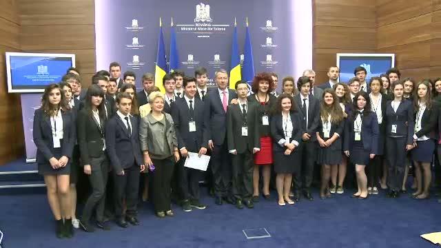 Scoala ''Lauder Reut'' din Bucuresti a sarbatorit 7 ani de cursuri de diplomatie, media si business