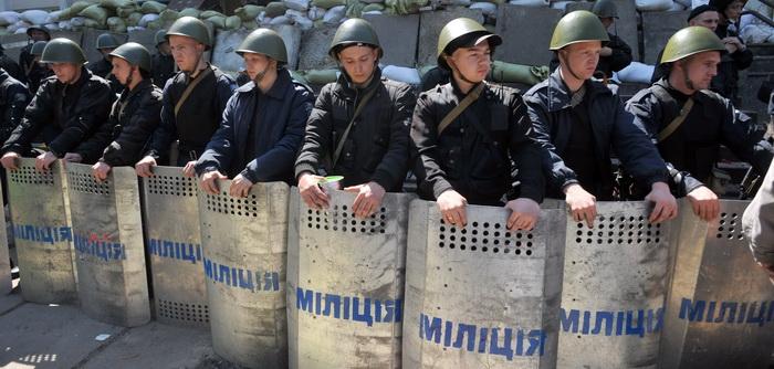 Criza din Ucraina. 20 de insurgenti prorusi si un politist au fost ucisi la Mariupol. Acuzatiile Moscovei la adresa Kievului