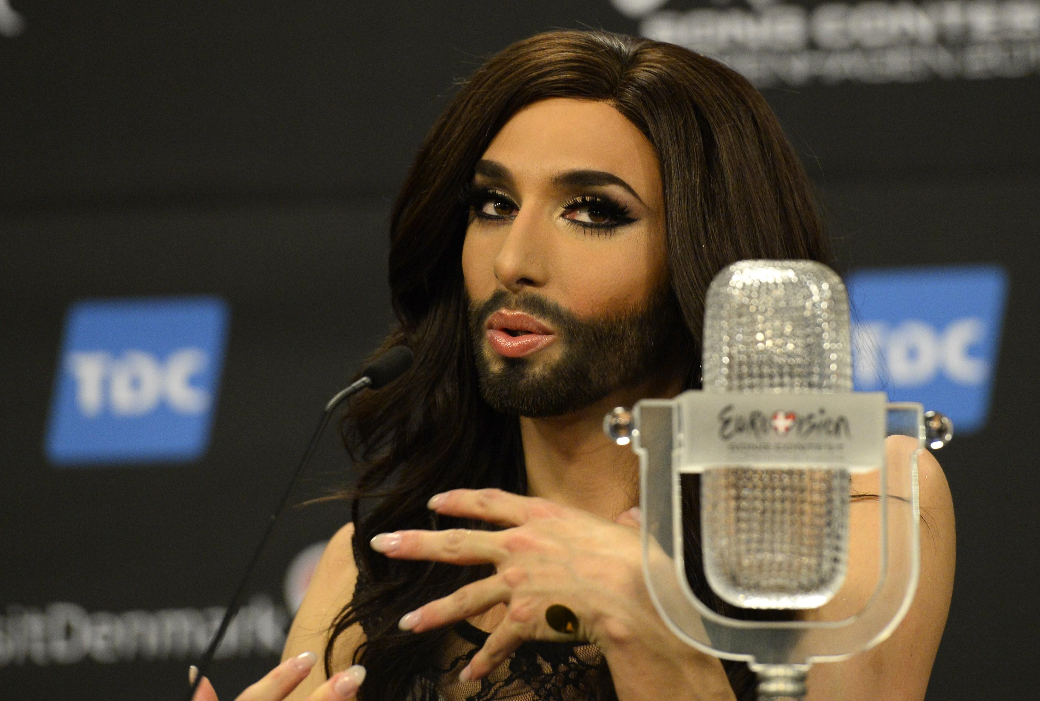 Conchita Wurst a renunțat la imaginea cu care a câștigat Eurovision. Cum arată acum. Galerie foto