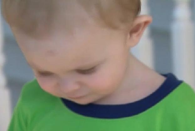 Si-a salvat fiul de la incendiu, dar gestul ei ar putea sa o lase paralizata pe viata. VIDEO