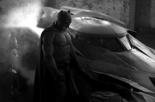 Prima imagine cu Ben Affleck in rolul lui Batman. Reactia fanilor. FOTO