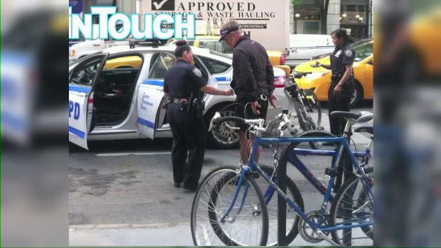 Alec Baldwin, incatusat si dus la sectia de politie. Actorul a mers cu bicicleta pe contrasens si i-a injurat pe politisti