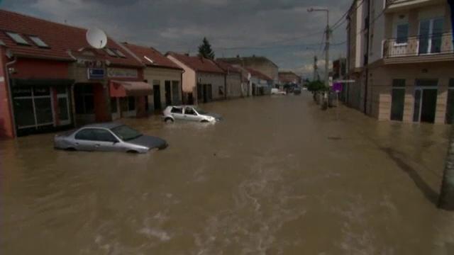 Alerta in Balcani dupa inundatiile devastatoare. Primele cazuri de epidemii au aparut deja in centrul Bosniei