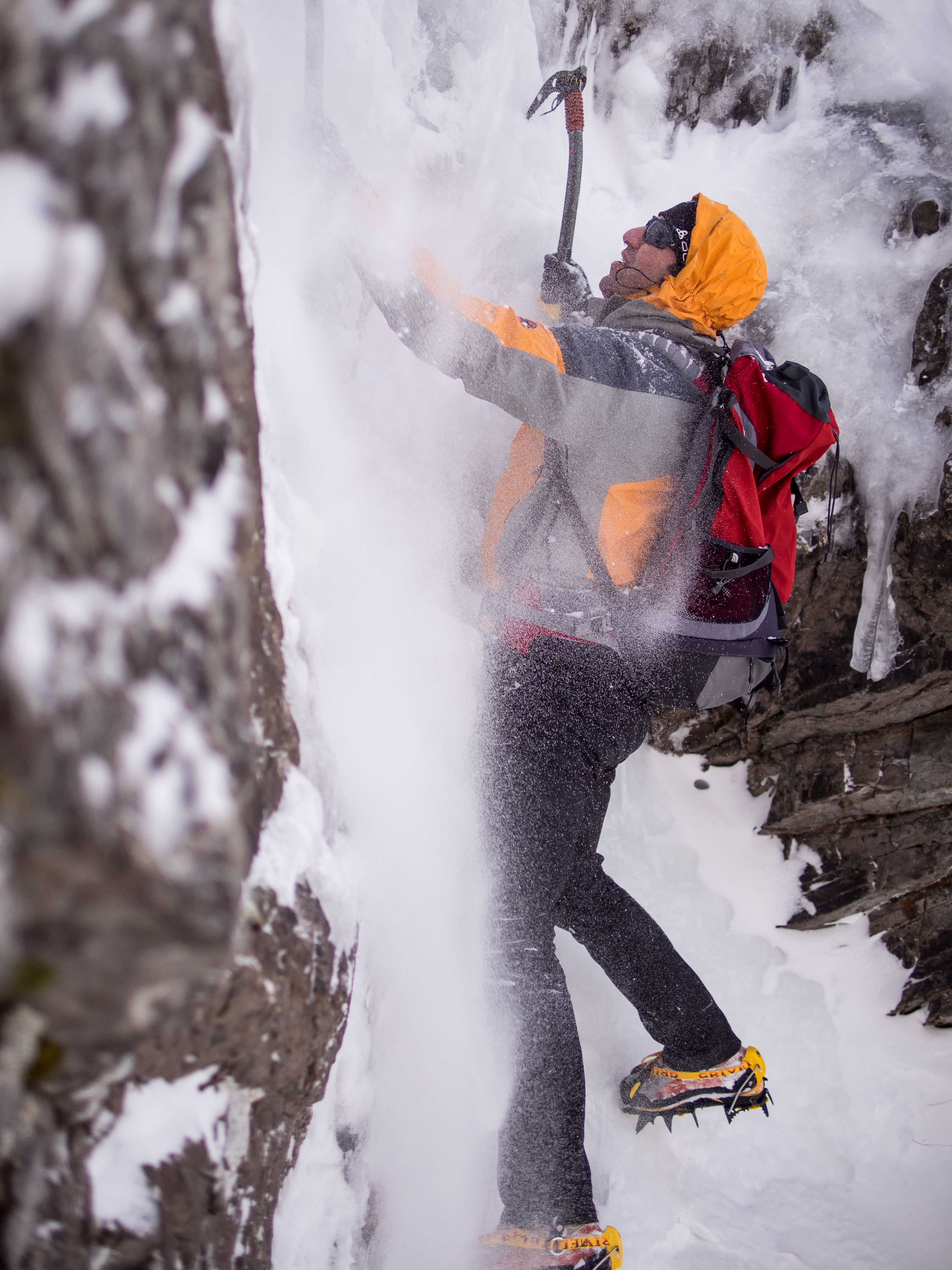 Horia Colibasanu si Peter Hamor si-au reluat ascensiunea catre cel mai inalt varf din lume, Everest