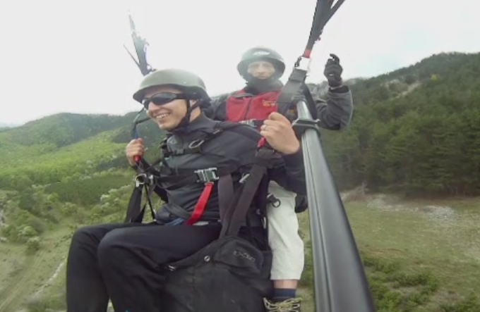 Pasionatii de parapante si aeromodele au facut spectacol pe cer in Alba si Sebes: