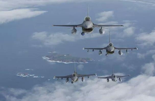NATO a trimis avioane de vanatoare F-16 la Campia Turzii pentru un exercitiu in care sunt implicati peste 300 de militari