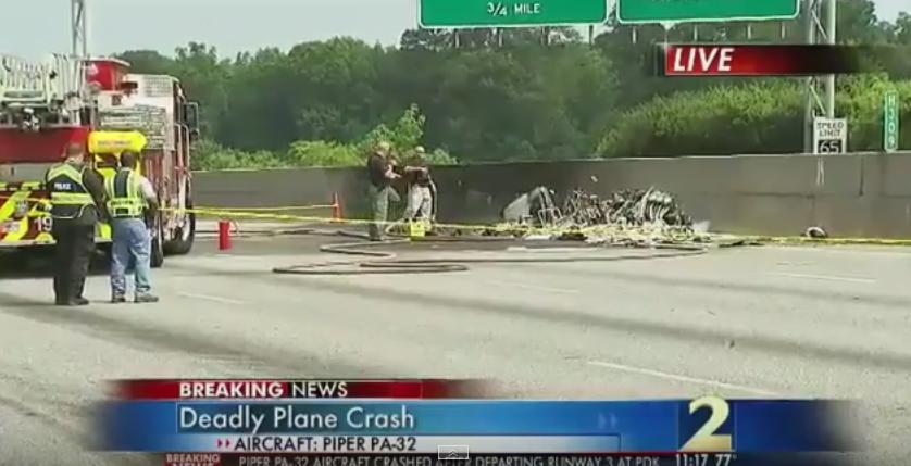 Accident aviatic soldat cu 4 morti in SUA. O aeronava de mici dimensiuni s-a prabusit pe o autostrada