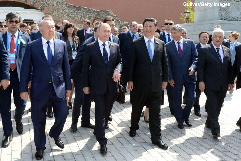 Parada de Ziua Victoriei in Rusia cu Putin si Steven Seagal. GALERIE FOTO: Noile arme ale Kremlinului, prezentate in premiera