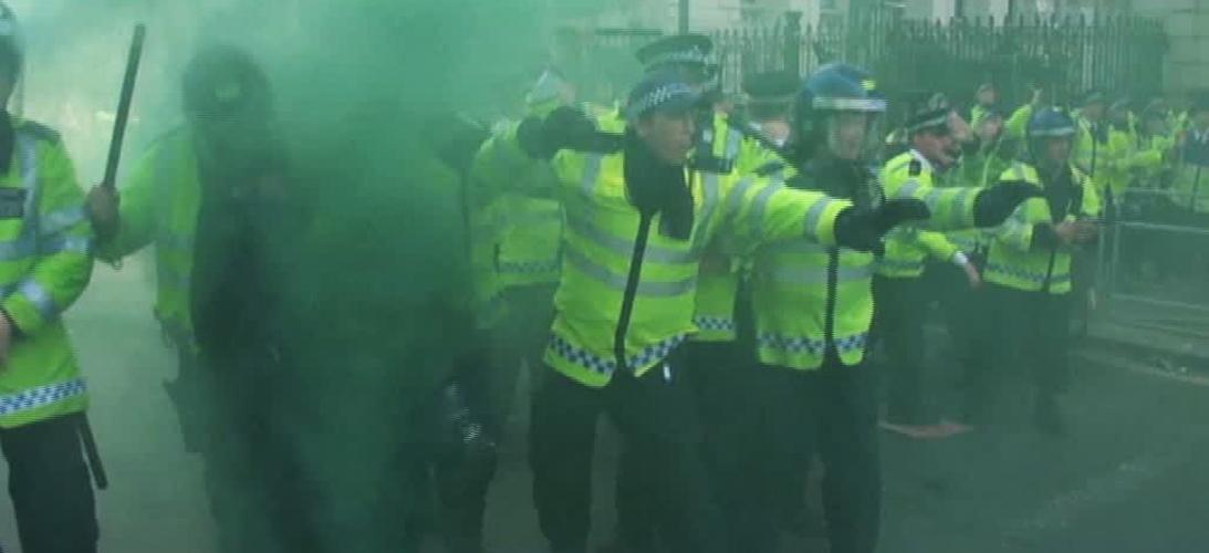 Proteste violente impotriva premierului Marii Britanii. Cum le-a raspuns nemultumitilor David Cameron