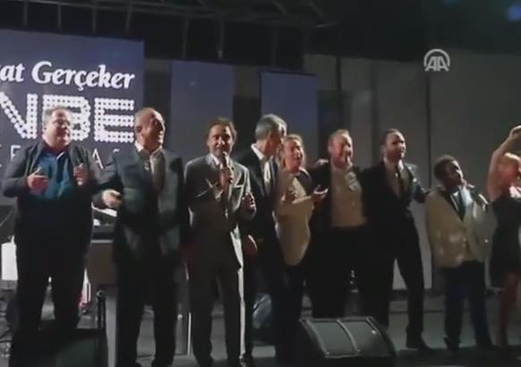 Summitul NATO din Turcia s-a lasat cu cantece. Ministri si oficiali au fost filmati in timp ce cantau