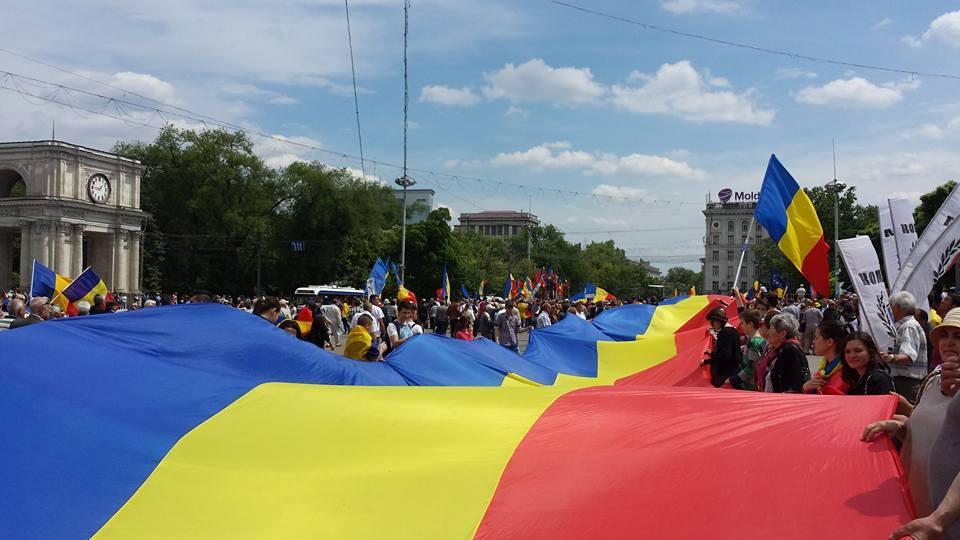 Peste 25.000 de oameni au participat, la Chisinau, la un miting pentru unirea cu Romania:
