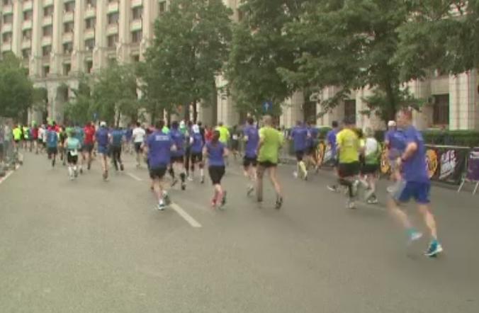 Semimaraton caritabil in centrul Capitalei. Peste 10.000 de persoane, batrani si copii, au alergat pentru o cauza nobila