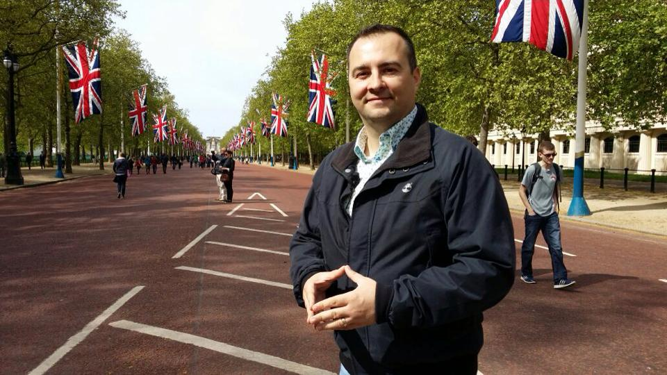 Culisele campaniei Romania din Regatul Unit. Rares Nastase: Britanicii cred ca romanii merg cu caruta si au toaleta in curte