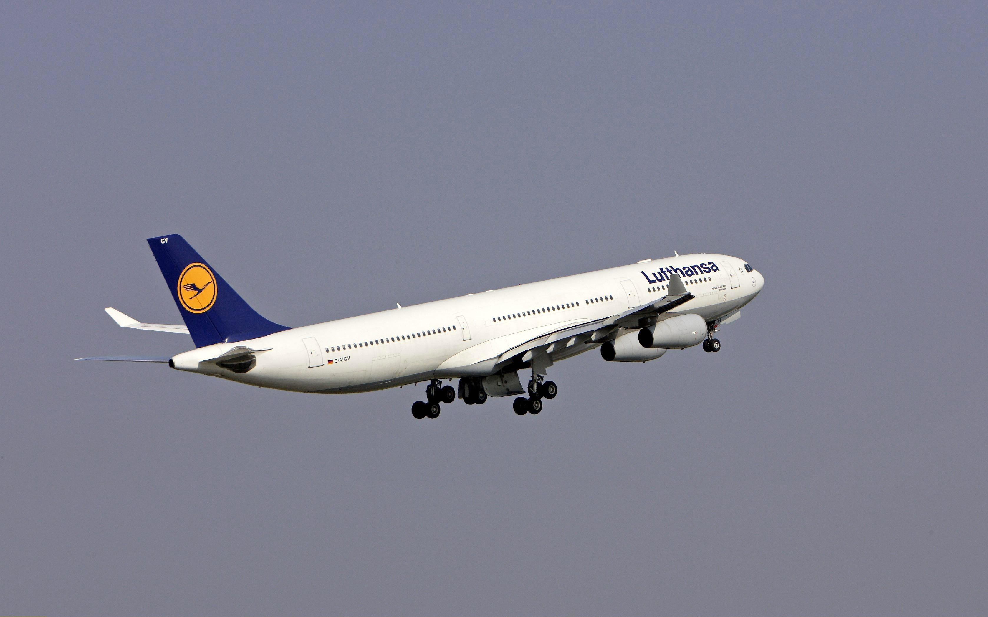Greva de 24 de ore a pilotilor de la Lufthansa. Traficul companiei aeriene va fi puternic perturbat miercuri