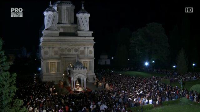 Zeci de mii de oameni au participat la slujbele de Inviere din toata tara. Mesajul de Paste al lui Klaus Iohannis: FOTO