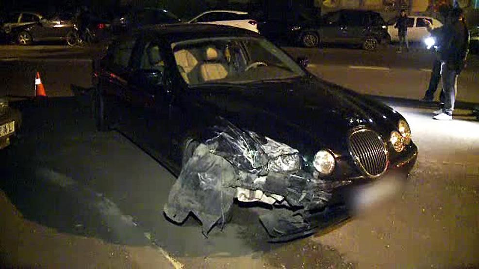 Bucurestenii au ciocnit masinile dupa Paste. Un sofer baut a lovit 3 masini parcate, o tanara a stricat fantana de la Unirii