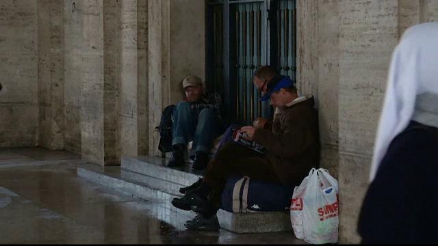 Un om al strazii a fost prins furand mancare in valoare de patru euro. Sentinta primita, in final, dupa cinci ani