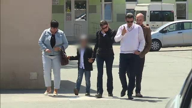 Baietelul Anei Maria Nedelcu a fost audiat joi de catre magistrati. Acestia vor decide daca il lasa sau nu in grija mamei