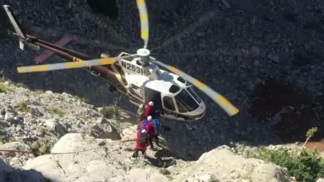 Un elicopter, la un pas de prabusire in timpul unei operatiuni de recuperare a trupului unei femei moarte in drumetie
