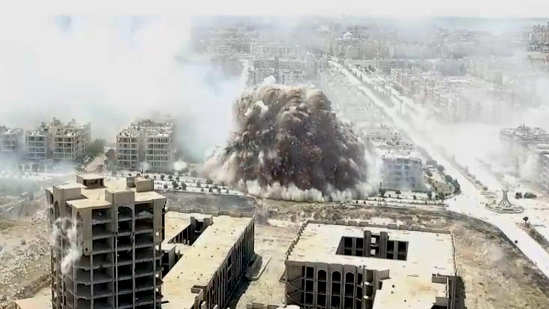 Al-Nosra, ramura a retelei Al-Qaida, ar fi detonat o bomba intr-un tunel din Alep. Explozia uriasa surprinsa cu o drona