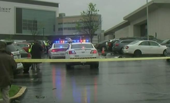 Atac armat la un mall din Maryland, Statele Unite: un mort si trei raniti. Politia il cauta pe atacator